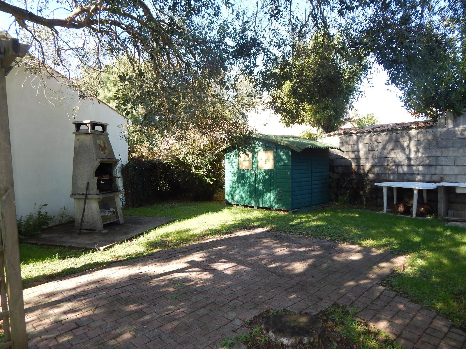 Abris de jardin ile d oleron meilleures id es pour la conception et l 39 ameublement du jardin - Maison de jardin jura lodge smoby saint denis ...
